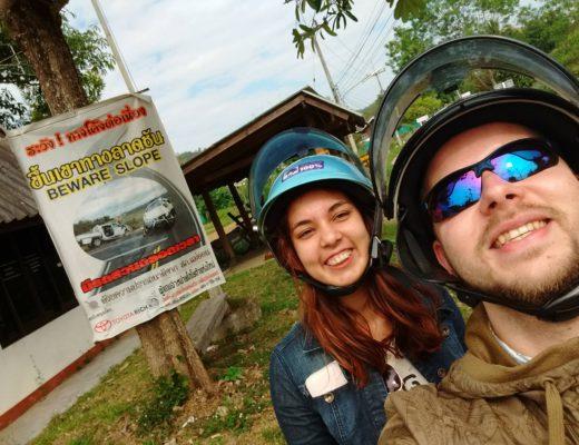 op de scooter in thailand